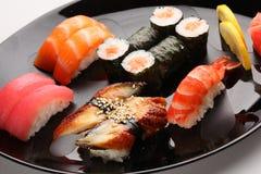 Insieme dei sushi giapponesi fotografie stock libere da diritti