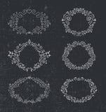 Insieme dei telai disegnati a mano di vettore, progettazione floreale e d'annata illustrazione vettoriale