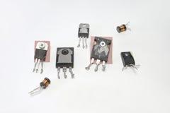 Insieme dei transistor e della bobina ad alta frequenza di induttanza Fotografia Stock Libera da Diritti