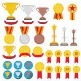 Insieme dei trofei, delle medaglie, delle icone e dei nastri per i vincitori nel compet Fotografia Stock Libera da Diritti