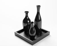 Insieme dei vasi neri ceramici su fondo bianco. Fotografia Stock