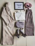 Insieme dei vestiti alla moda, accessori per la donna Fotografia Stock