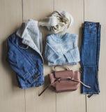 Insieme dei vestiti alla moda, accessori per la donna Immagini Stock