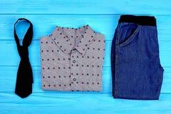 Insieme dei vestiti d'avanguardia per i ragazzi del bambino Fotografia Stock