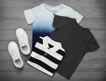 Insieme dei vestiti del ` s del bambino Immagine Stock