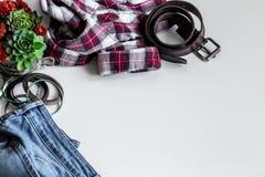 insieme dei vestiti delle donne, accessori Fotografie Stock