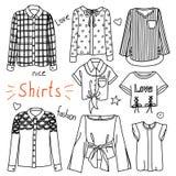 Insieme dei vestiti disegnati a mano delle donne camicie royalty illustrazione gratis
