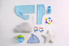 Insieme dei vestiti e degli accessori del bambino Fotografia Stock