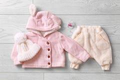 Insieme dei vestiti e degli accessori del bambino Fotografie Stock Libere da Diritti
