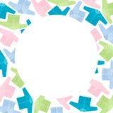 Insieme dei vestiti per i bambini ed i bambini, fondo bianco Fotografia Stock Libera da Diritti