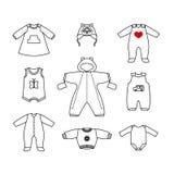 Insieme dei vestiti svegli per il piccolo bambino Raccolta di abbigliamento in uno stile lineare per il neonato Immagini Stock