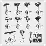 Insieme del BBQ Icone della bistecca, strumenti del BBQ ed etichette ed emblemi Immagine Stock Libera da Diritti