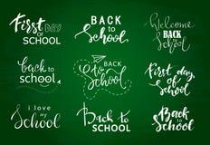 Insieme del benvenuto di nuovo alle etichette della scuola Fondo della scuola Di nuovo all'etichetta di vendita della scuola Illu illustrazione di stock