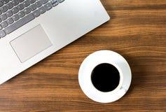 Insieme del computer portatile e del caffè immagine stock