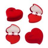 Insieme del contenitore di regalo in forma di cuore rosso isolato su bianco Fotografia Stock Libera da Diritti