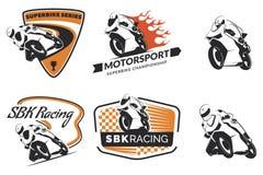 Insieme del logo, dei distintivi e delle icone di corsa del motociclo royalty illustrazione gratis