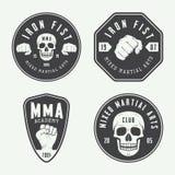 Insieme del logo misto d'annata, dei distintivi e degli emblemi di arti marziali royalty illustrazione gratis