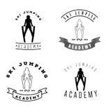 Insieme del logos con la siluetta di salto dello sciatore Logotyp degli sport invernali Fotografia Stock