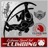 Insieme del logos d'annata di scalata di montagna, degli emblemi, delle siluette e degli elementi di progettazione Fotografia Stock Libera da Diritti