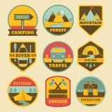 Insieme del logos di campeggio dell'annata Fotografia Stock