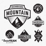 Insieme del logos di Ski Snowboard Snow Mountains Sport o royalty illustrazione gratis