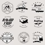 Insieme del logos e dei distintivi di avventura illustrazione vettoriale