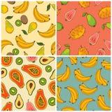 Insieme del modello delle banane, del kiwi, della papaia e della pera Immagini Stock