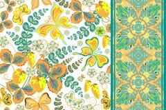 Insieme del modello floreale di tiraggio senza cuciture della mano con la fragola e farfalla e striscia senza cuciture del nastro illustrazione di stock