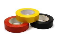 Insieme del nastro di isolamento colorato per l'elettrico su un fondo bianco fotografia stock libera da diritti