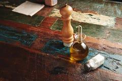 Insieme del pepe, del sale e dell'olio d'oliva Immagini Stock Libere da Diritti