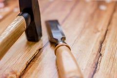 Insieme del professionista degli strumenti per il carpentiere su un fondo di legno Fotografie Stock Libere da Diritti