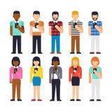 Insieme del supporto della gente facendo uso dello smartphone Tenuta della mano Fotografia Stock Libera da Diritti