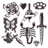 Insieme del tatuaggio degli oggetti di vettore e degli elementi di progettazione illustrazione di stock