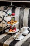 Insieme del vassoio di tè di pomeriggio Fotografia Stock