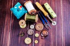 Insieme dell'annata dello strumento di cucito Fotografie Stock Libere da Diritti