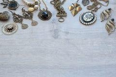 Insieme dell'annata di gioielli per le donne Fotografia Stock