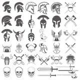 Insieme dell'arma, dei caschi, delle spade e degli elementi antichi di progettazione Fotografie Stock Libere da Diritti