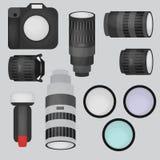 Insieme dell'attrezzatura dello studio della foto, della macchina fotografica e delle icone piane delle lenti ottiche Fotografie Stock Libere da Diritti