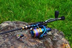 Insieme dell'attrezzatura di pesca fotografia stock