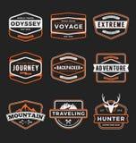 Insieme dell'avventura all'aperto di logo del distintivo illustrazione vettoriale