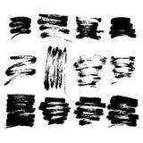 Insieme dell'estratto della macchia nera dell'inchiostro Le collezioni di colpi asciutti della spazzola timbrano su fondo bianco royalty illustrazione gratis