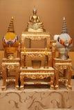 Insieme dell'immagine della tabella dell'altare di Buddha Immagine Stock