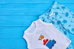 Insieme dell'indumento di estate del neonato fotografia stock