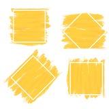 Insieme dell'insegna nello stile giallo della pittura della spazzola con la struttura bianca Fotografie Stock