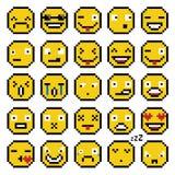 Insieme dell'insieme di emozioni giallo di sorriso semplice del pixel delle icone di sorriso di emoji di retro Immagine Stock Libera da Diritti