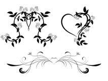 Insieme dell'ornamento floreale in bianco e nero con i cuori Fotografia Stock Libera da Diritti