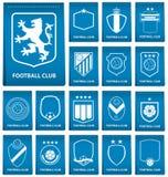 Insieme della cresta di calcio sull'etichetta blu nella progettazione piana Emblema di logo di calcio Distintivo di calcio Vettor royalty illustrazione gratis