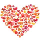 Insieme della frutta differente e delle verdure rosse ed arancio sotto forma del cuore Fotografia Stock