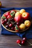 Insieme della frutta fresca e delle bacche Immagini Stock