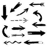 Insieme della mano che disegna le frecce nere comiche dell'inchiostro Elementi di progettazione della pittura della mano illustrazione vettoriale